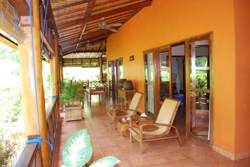 Ausstattung villa impian strandvilla in waiara maumere for Wohnzimmer 20 grad